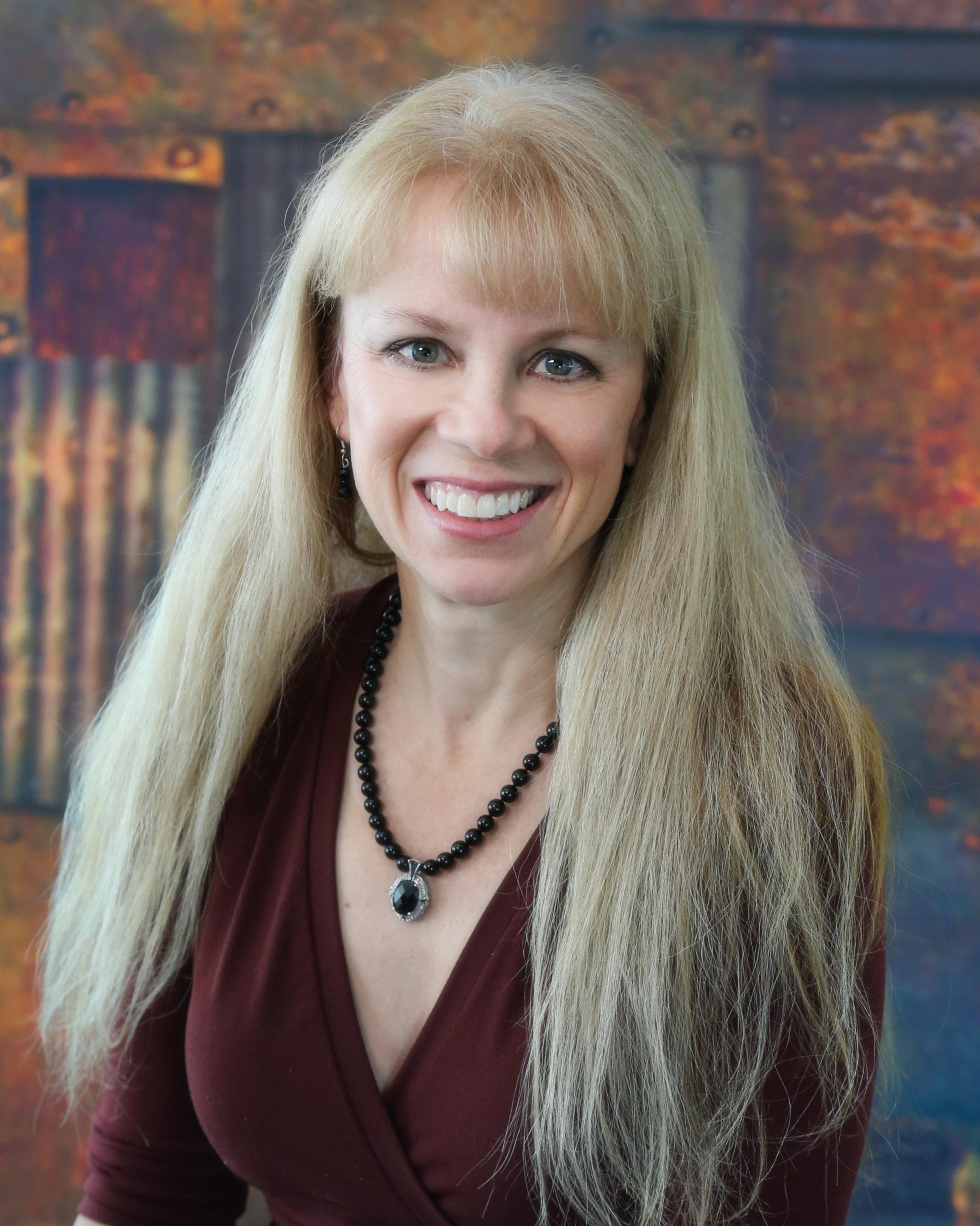 Portrait Photo of Lynne Evetts